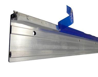 Loodknelstrip Aluminium 70 mm x 2,5 meter incl gaten en MET KITRAND